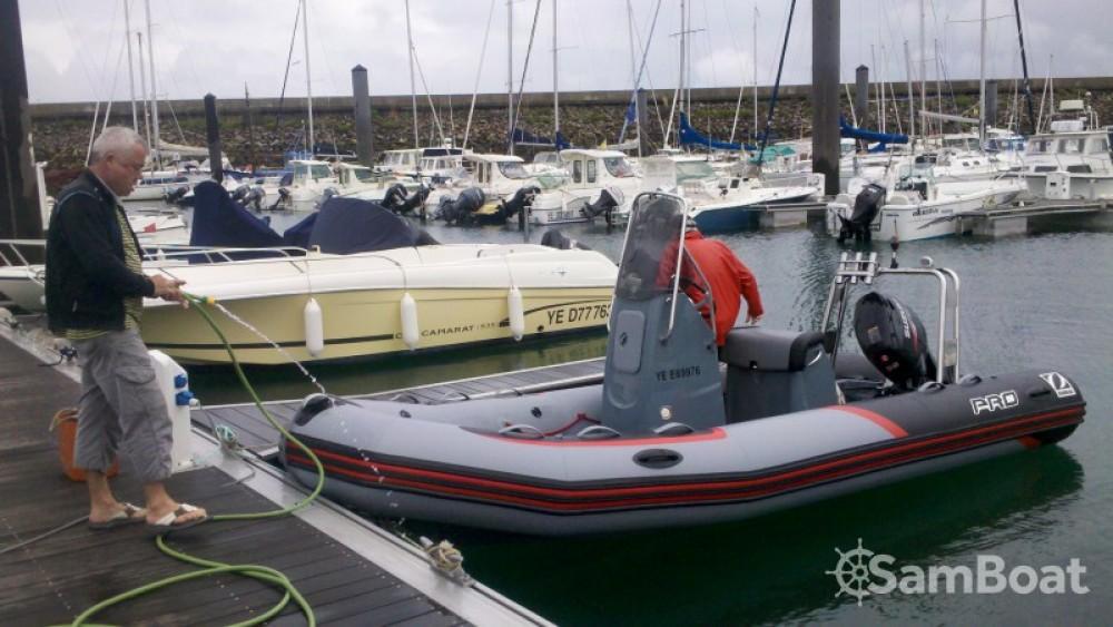 Location bateau Zodiac PRO RACING 5. à L'Île-d'Yeu sur Samboat