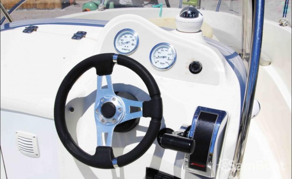 Boat rental Marseille cheap Quicksilver 525 Commander Open