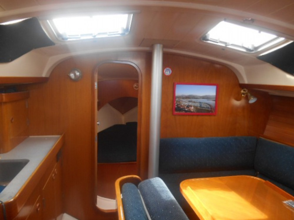 Bénéteau Oceanis 370 between personal and professional Hendaye