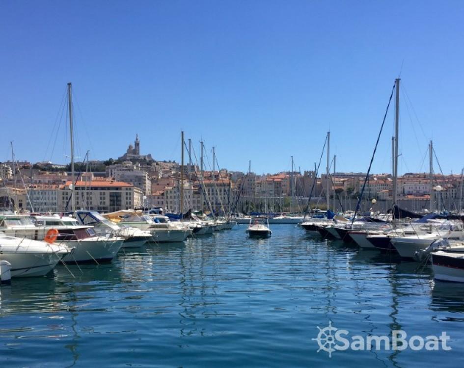 Location Bateau à moteur à Marseille - Jeanneau Cap Camarat 545 WA