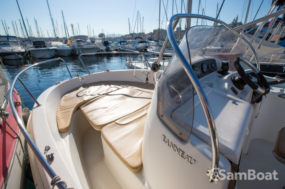 Huur een Jeanneau Cap Camarat 545 WA in Marseille