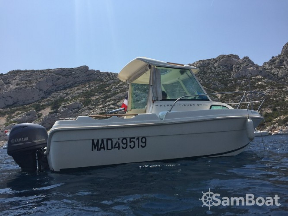 Boat rental Jeanneau Merry Fisher 530 in Marseille on Samboat