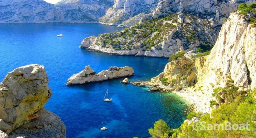 Louer Bateau à moteur avec ou sans skipper Jeanneau à Marseille