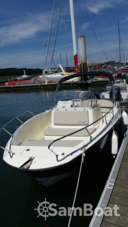 Motor boat for rent Lorient at the best price