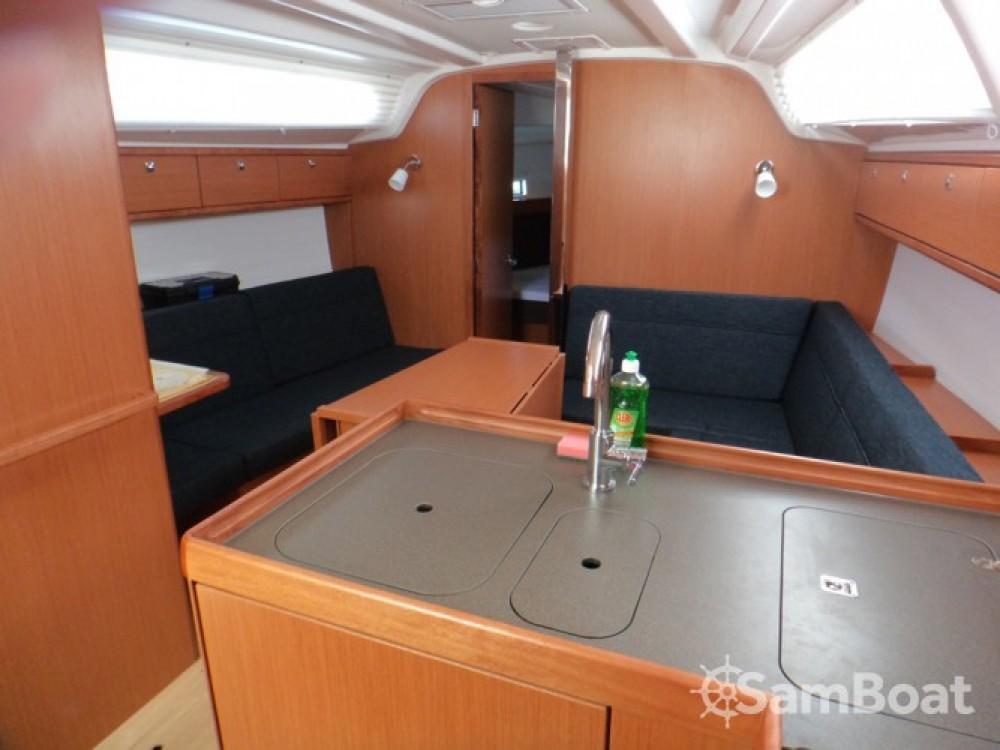 Rental yacht ACI Marina Trogir - Bavaria Bavaria Cruiser 37 on SamBoat