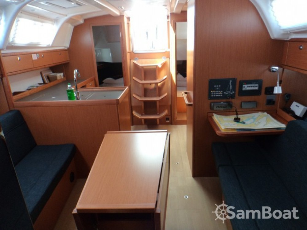 Rent a Bavaria Bavaria Cruiser 37 ACI Marina Trogir