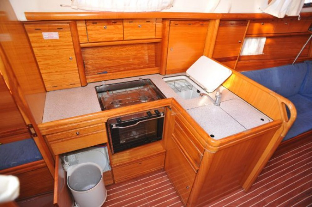 Bavaria Bavaria 37 Cruiser entre particuliers et professionnel à ACI Marina Dubrovnik