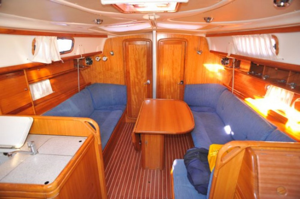 Location bateau ACI Marina Dubrovnik pas cher Bavaria 37 Cruiser