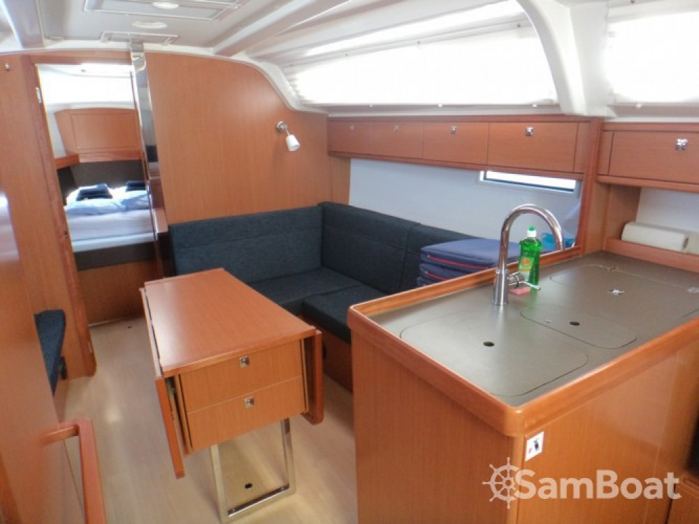 Location bateau ACI Marina Trogir pas cher Cruiser 37