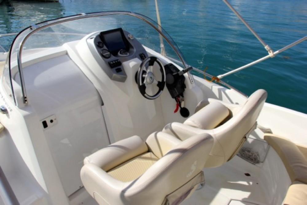 Rental Motor boat in ACI Marina Trogir - Bénéteau Flyer 550