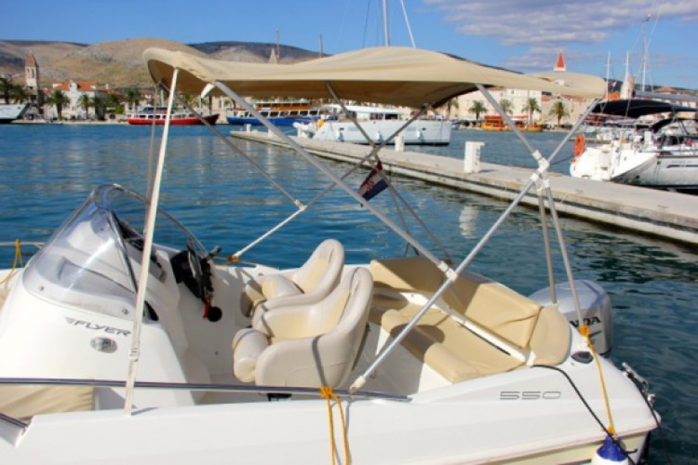 Location bateau ACI Marina Trogir pas cher Beneteau Flyer 550 SD