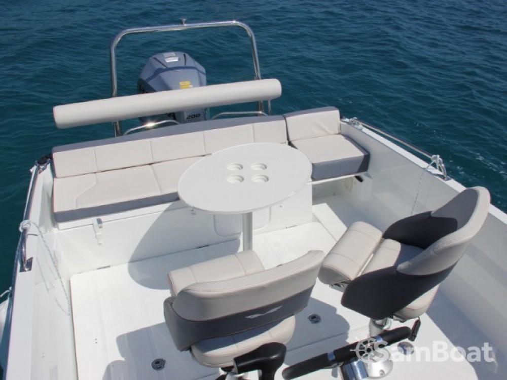 Motorboot mieten in ACI Marina Trogir - Bénéteau Beneteau Flyer 6.6 Space Deck