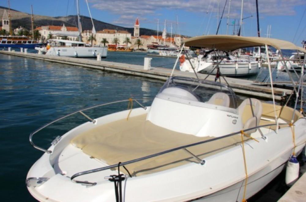 Louer Bateau à moteur avec ou sans skipper Bénéteau à ACI Marina Trogir