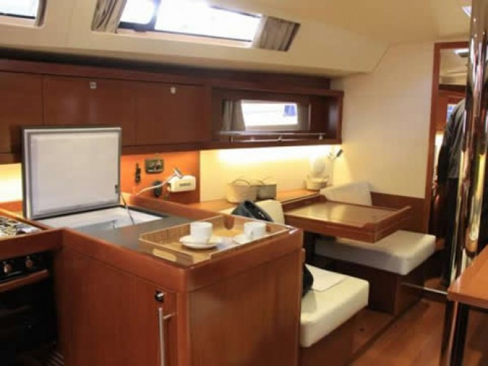 Zeilboot te huur in Marina de Alimos voor de beste prijs