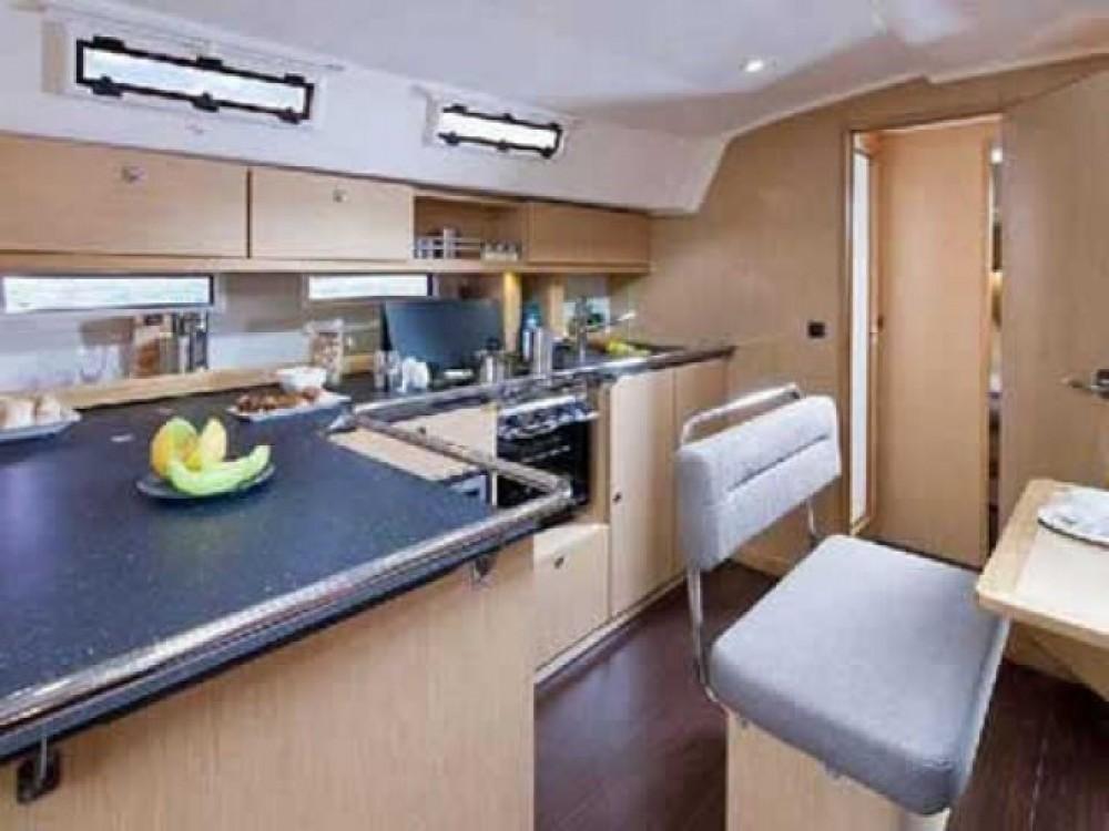Bavaria Cruiser 45 entre particuliers et professionnel à Marina de Alimos