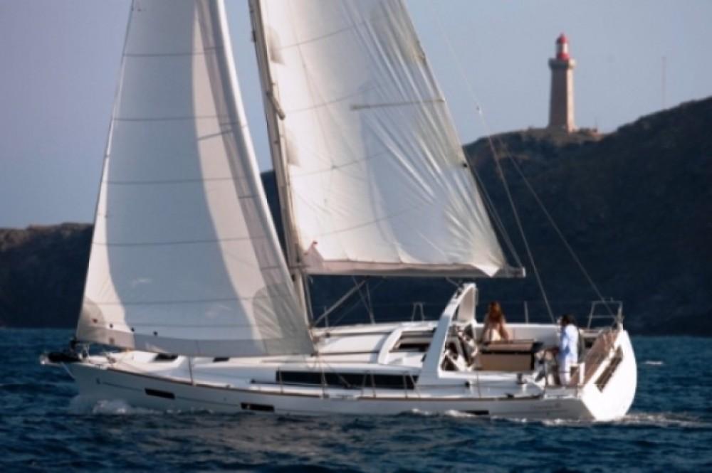 Bootverhuur Bénéteau Oceanis 41 in Marina de Alimos via SamBoat
