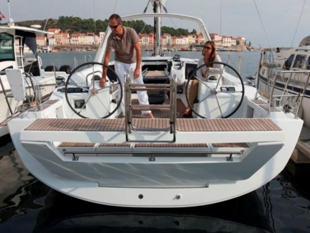 Bootverhuur Marina de Alimos goedkoop Oceanis 41