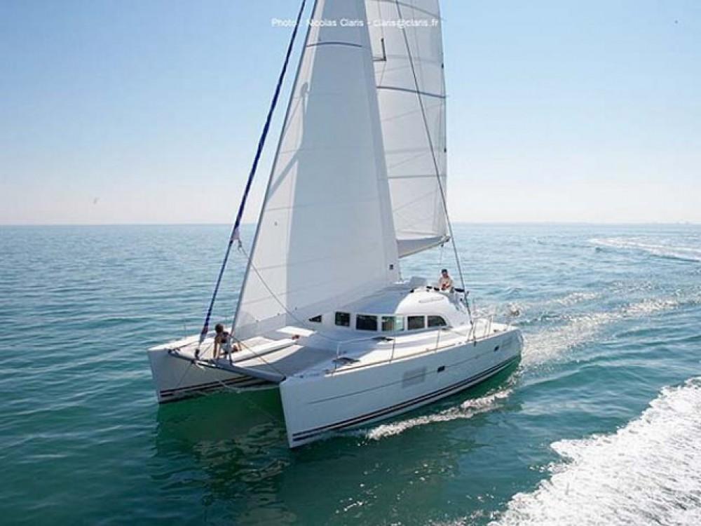 Louer Catamaran avec ou sans skipper Lagoon à Marina de Alimos