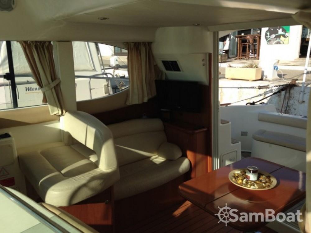 Verhuur Motorboot in Port esportiu d'Aiguadolç - Jeanneau Prestige 32