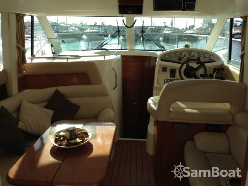 Location yacht à Port esportiu d'Aiguadolç - Jeanneau Prestige 32 sur SamBoat