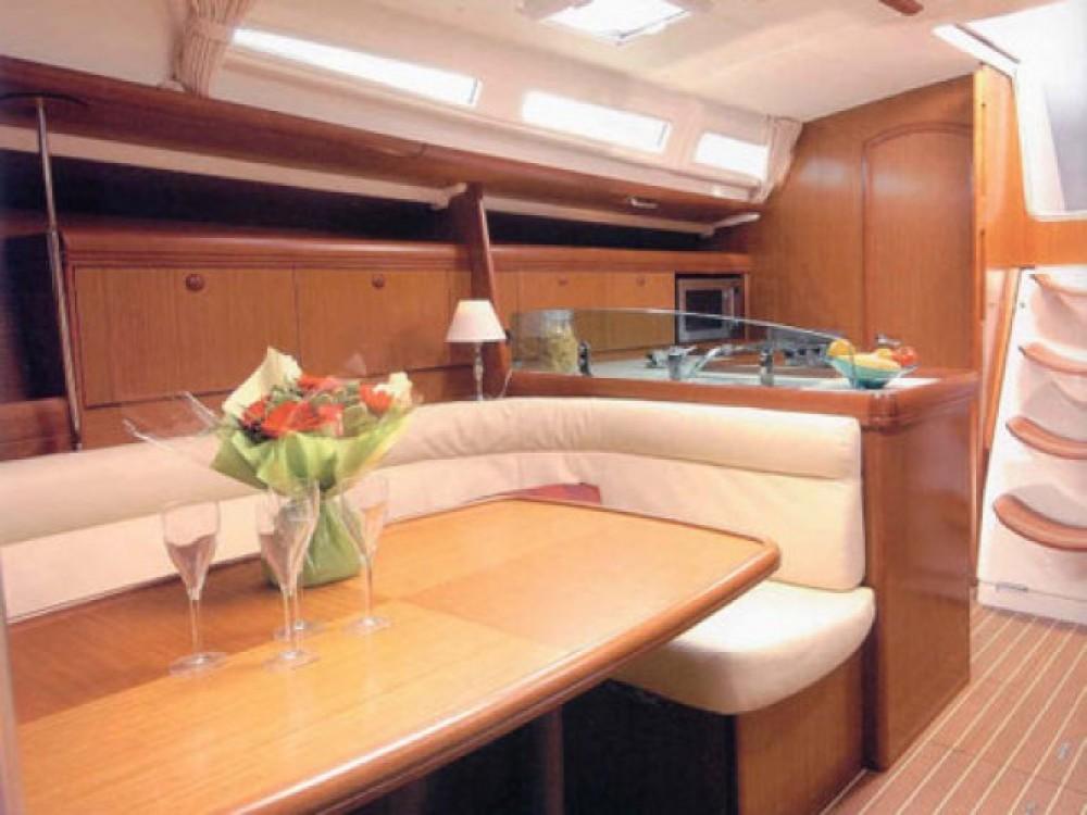 Location bateau Jeanneau Sun Odyssey 42i à Cala dei Sardi sur Samboat