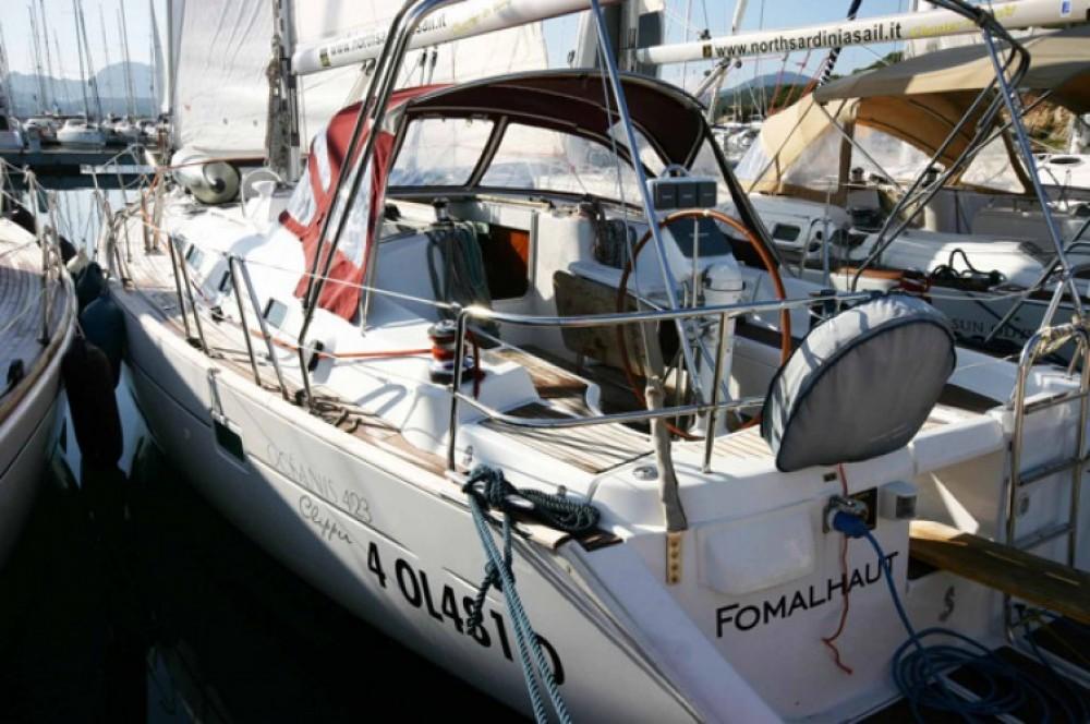 Location bateau Bénéteau Oceanis à Cala dei Sardi sur Samboat