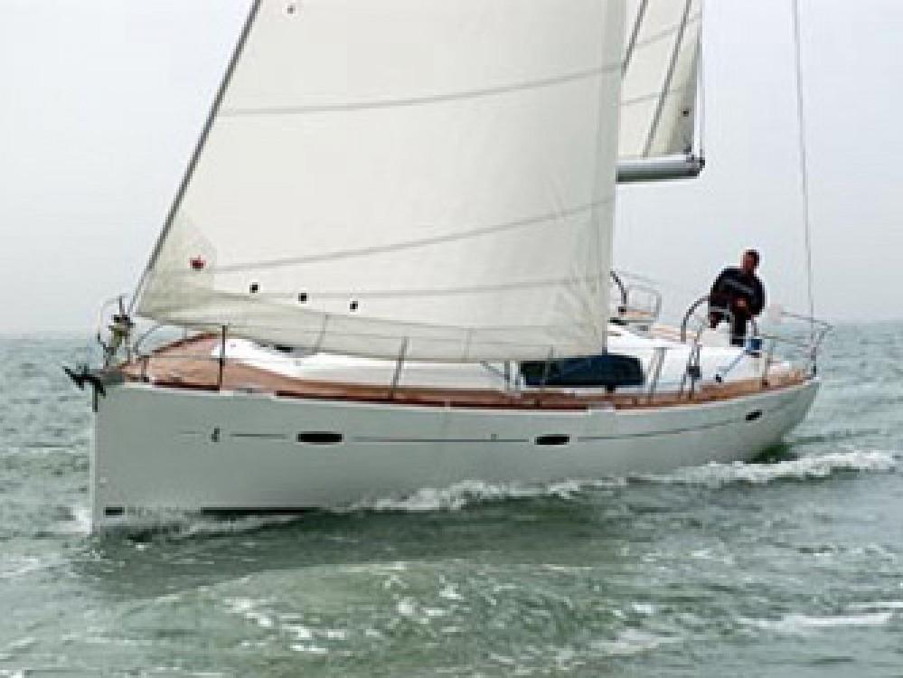 Location bateau Cala dei Sardi pas cher Oceanis 43