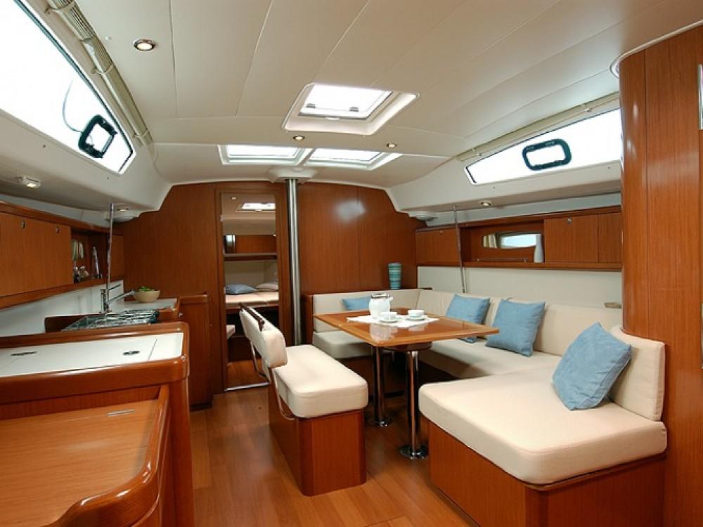 Location yacht à Cala dei Sardi - Bénéteau Oceanis 43 sur SamBoat