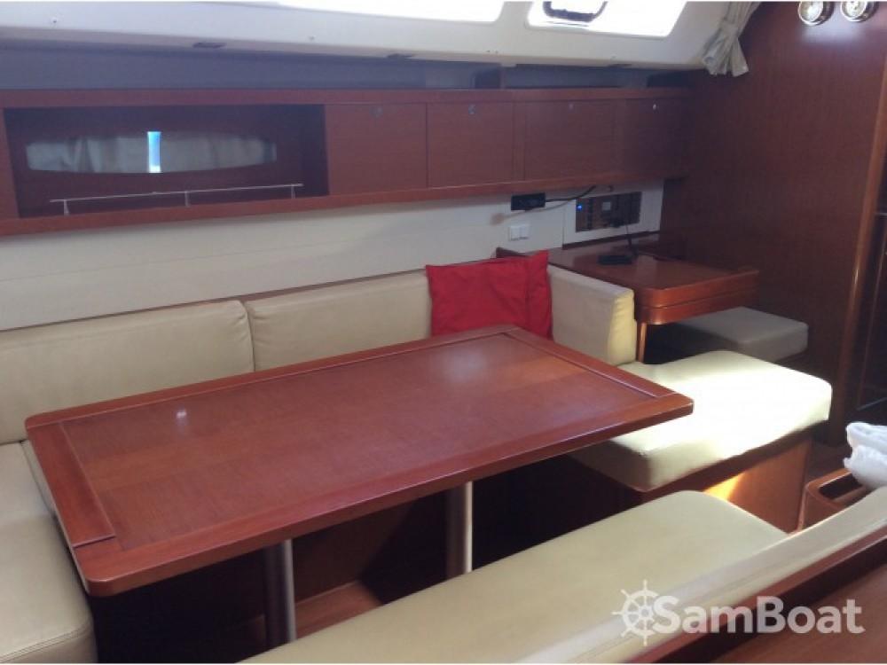 Location bateau Bénéteau Oceanis 50 Family à Cala dei Sardi sur Samboat