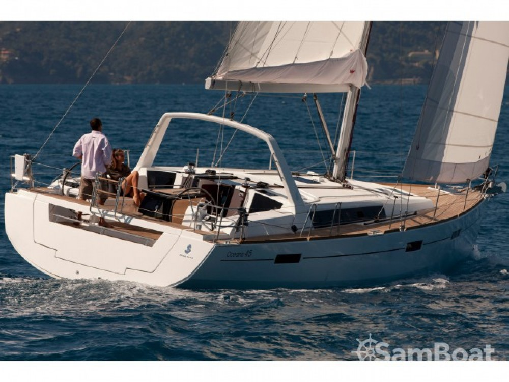 Bénéteau Oceanis 45 entre particuliers et professionnel à Cala dei Sardi