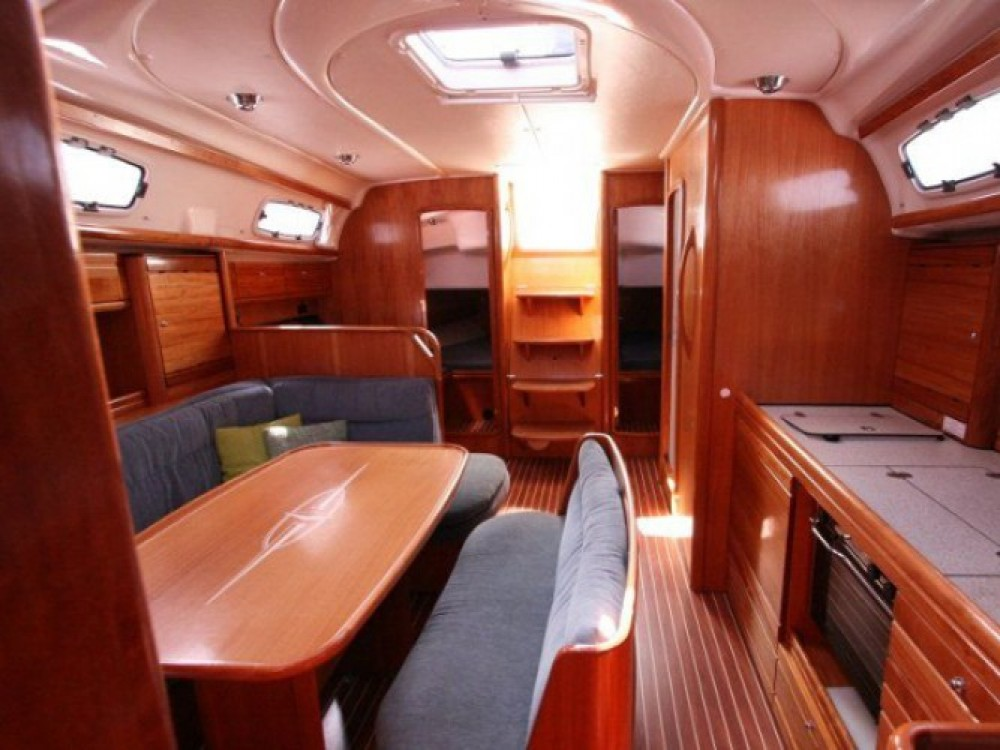 Bavaria Cruiser 39 entre particuliers et professionnel à Marina de Alimos