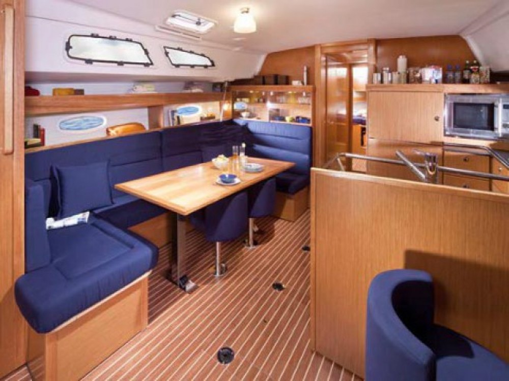 Bavaria Bavaria Cruiser 51 entre particuliers et professionnel à Marina Gouvia