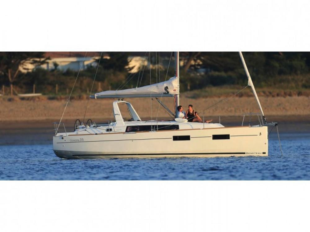 Location bateau Ameglia pas cher Oceanis 35