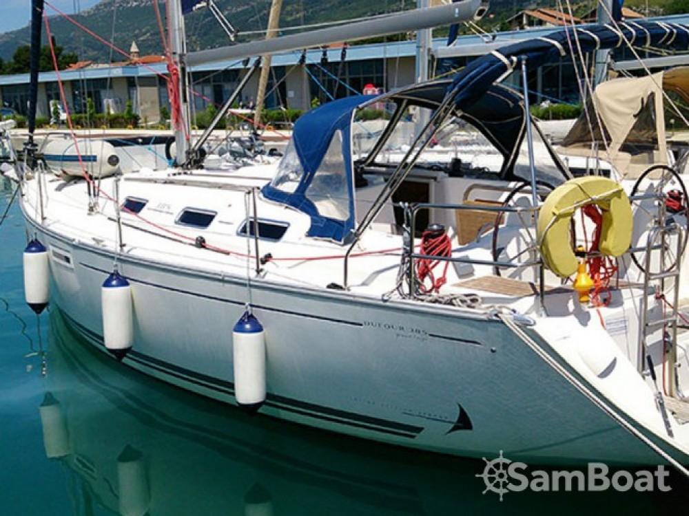Location bateau Marina de Alimos pas cher Dufour 385