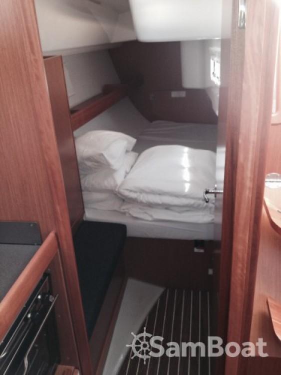 Louez un Bavaria Cruiser 33 à Sukošan