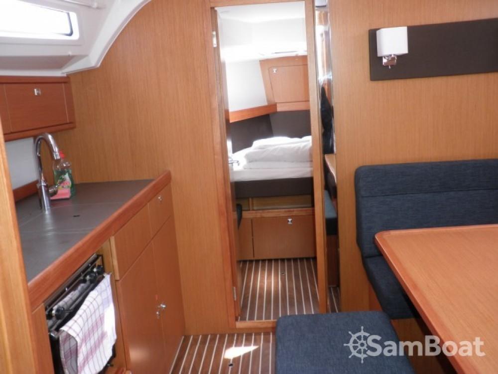 Louez un Bavaria Cruiser 41 à Sukošan