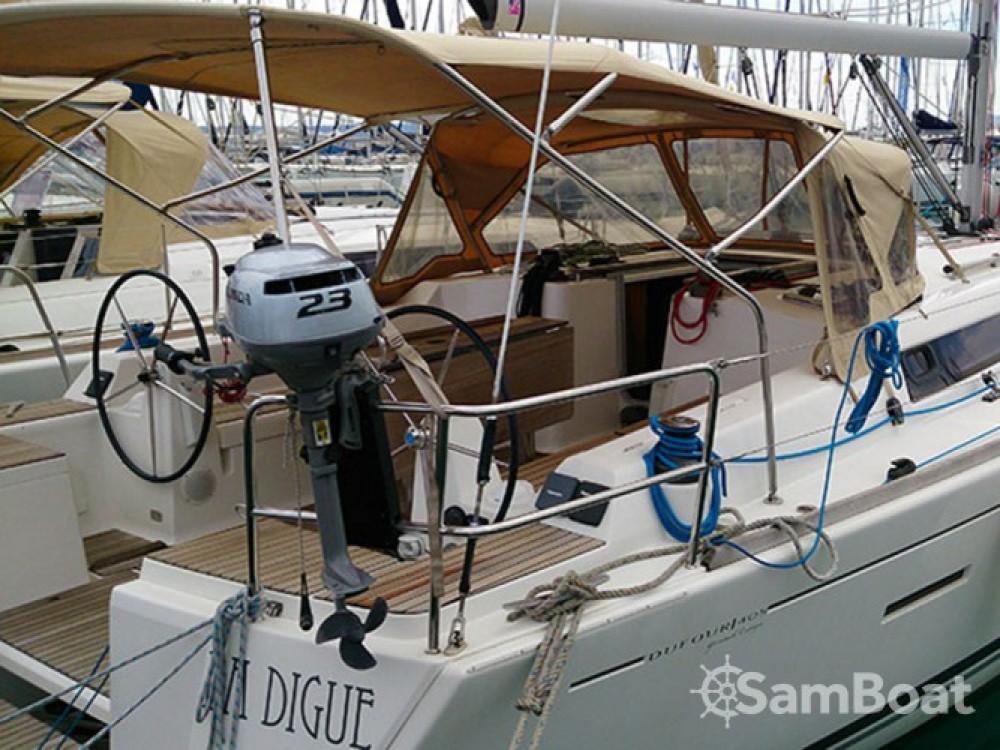 Location bateau Pula pas cher Dufour 405