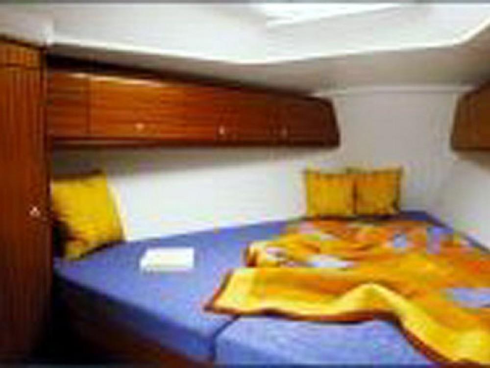 Location bateau ACI Marina Trogir pas cher Cruiser 32