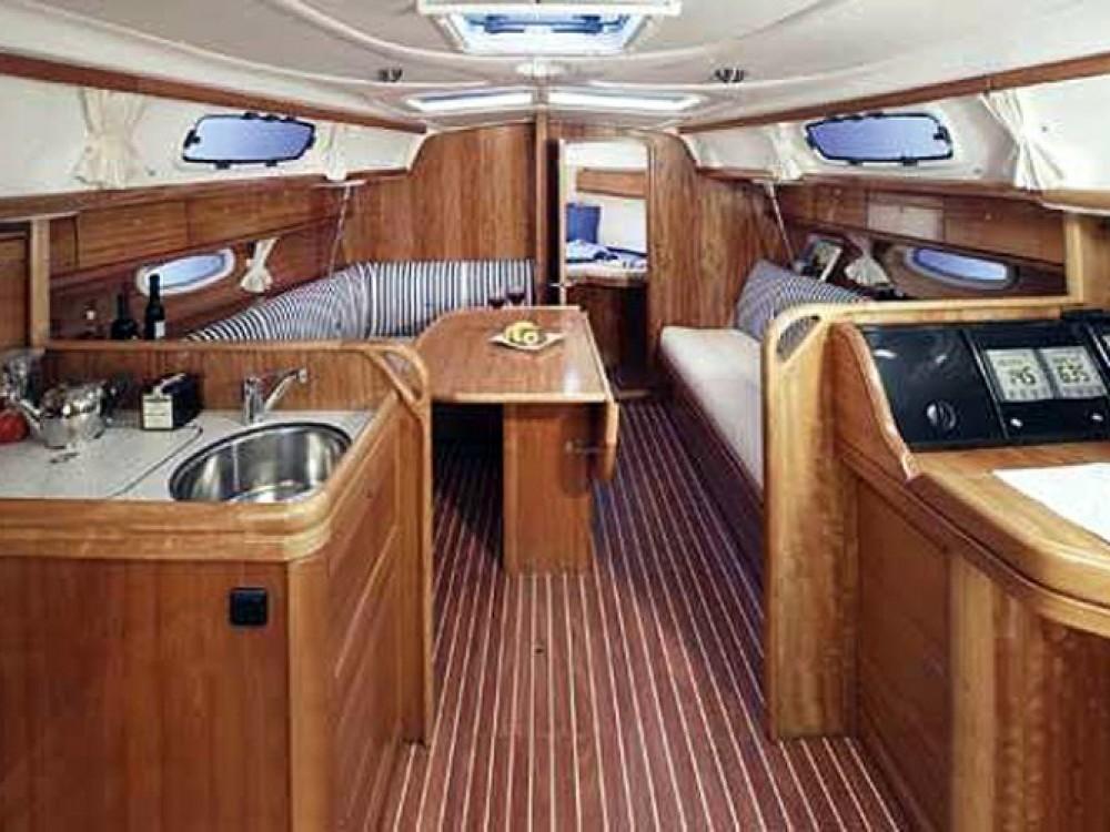 Bavaria Cruiser 33 entre particuliers et professionnel à ACI Marina Trogir