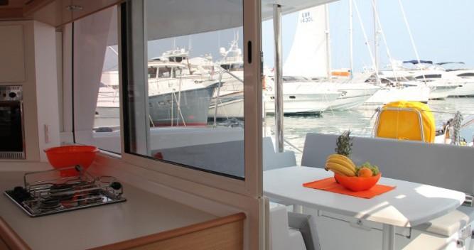Catamararno a noleggio ACI Marina Split al miglior prezzo