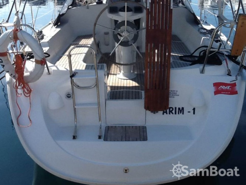 Jeanneau Sun Odyssey 37 entre particuliers et professionnel à ACI marina Vodice