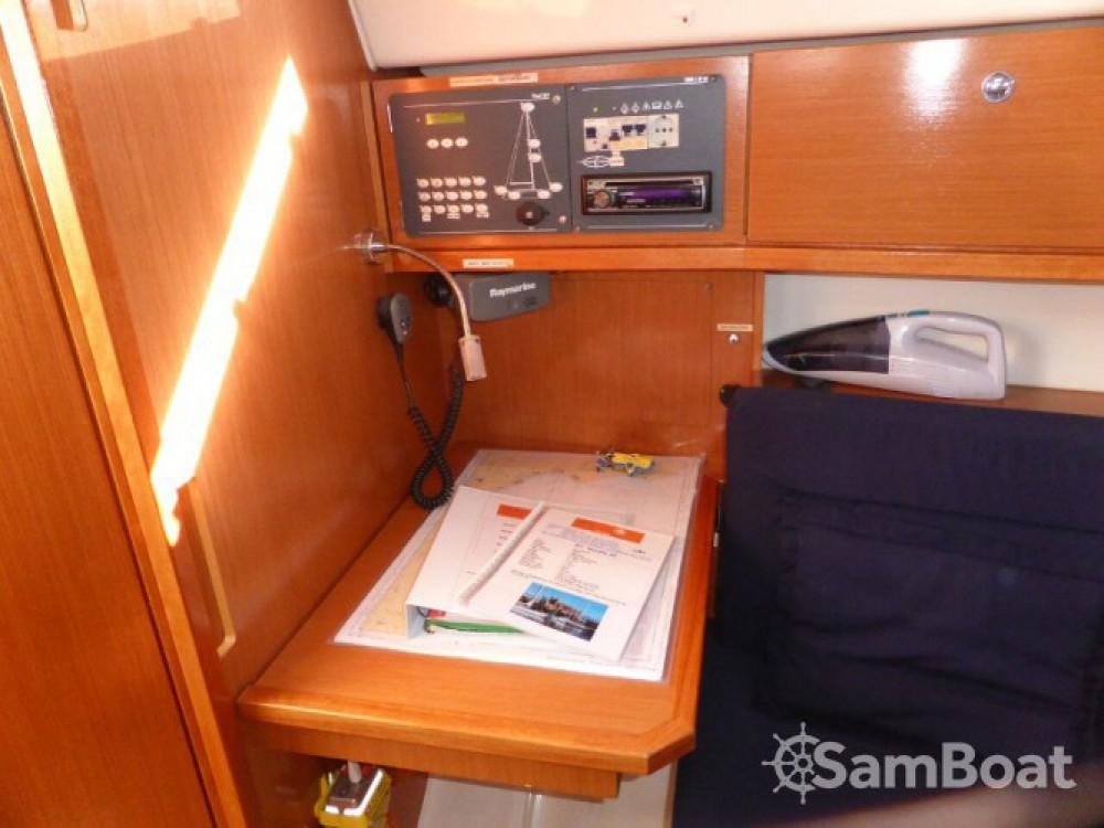 Louez un Bavaria Bavaria Cruiser 32 à Marina Naviera Balear