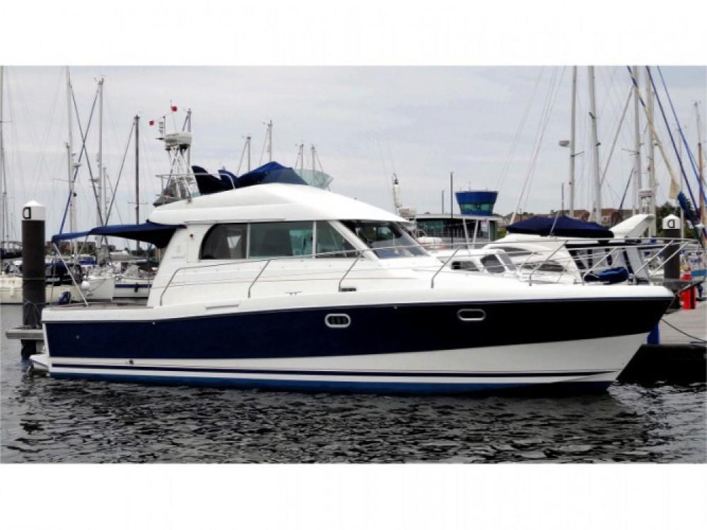 Louer Bateau à moteur avec ou sans skipper Bénéteau à Marina Zadar