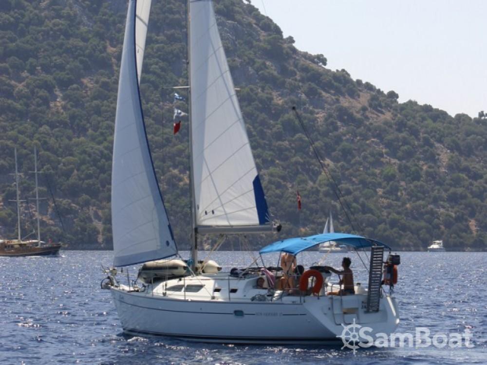 Location bateau Fethiye pas cher Sun Odyssey 37 (1)