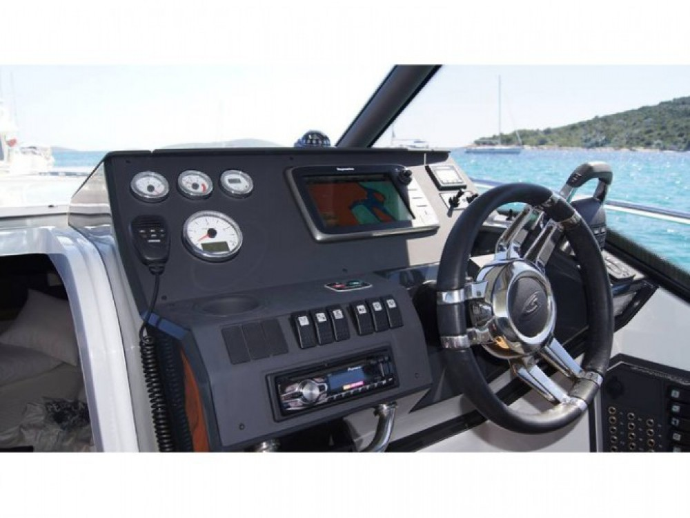 Louer Bateau à moteur avec ou sans skipper Grandezza à Trogir