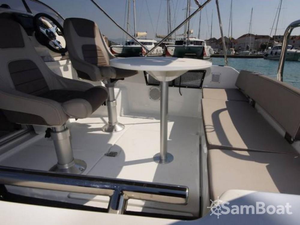 Location bateau Trogir pas cher Jeanneau Cap Camarat 5.5WA S2