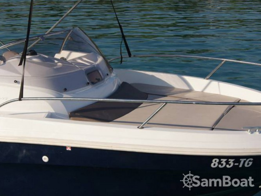 Location bateau Trogir pas cher Cap Camarat 5.5 WA