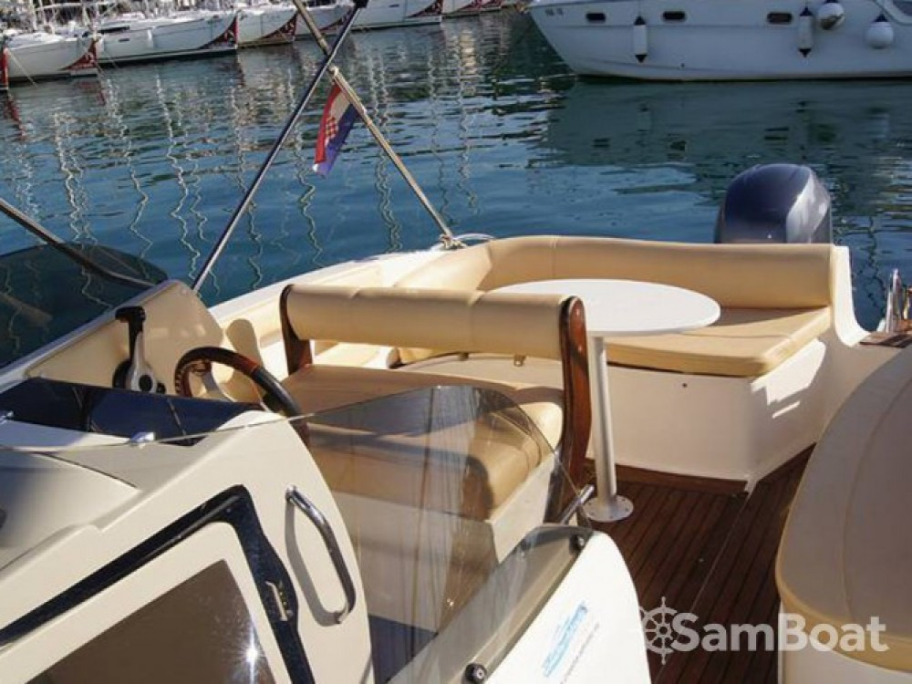 Location bateau Bavaria Eolo 650 à Trogir sur Samboat