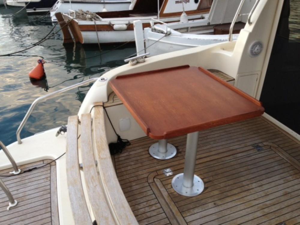 Sas Vektor Vektor 950 entre particuliers et professionnel à Marina Zadar