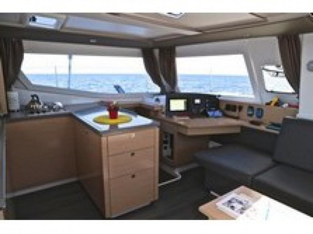 Location bateau Tivat pas cher Helia 44